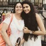 aakanksha-singh-with-her-mother