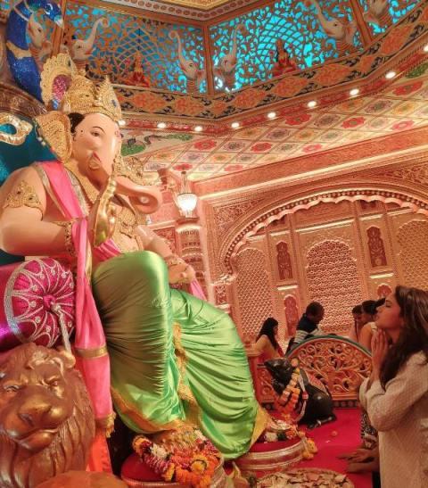 Kamna Pathak Praying To Lord Ganesha