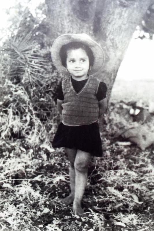 Zarina Wahab's childhood picture