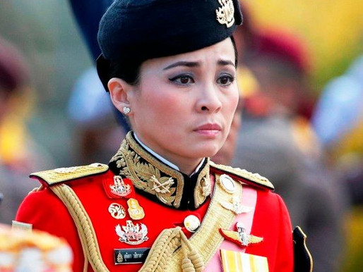 Suthida (Queen of Thailand) Age, Husband, Family, Biography & More