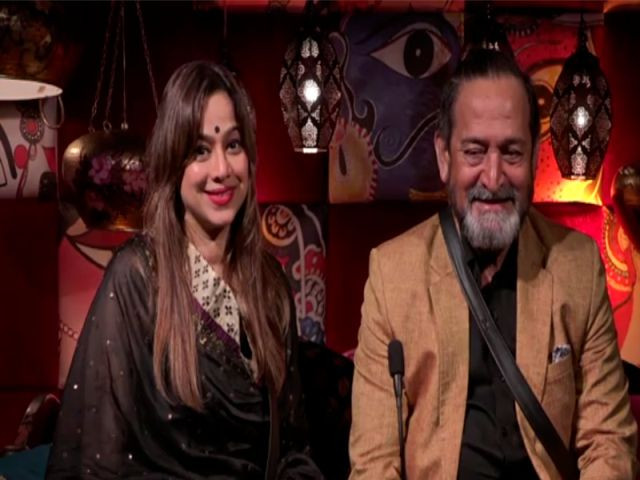 Saiee Manjrekar's parents