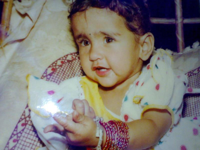 Asees Kaur's childhood picture