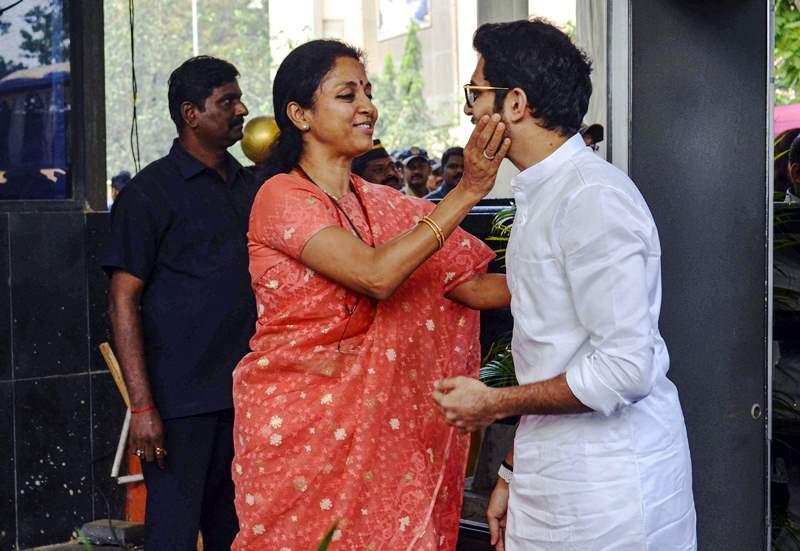 Supriya Sule greeting Aditya Thackeray before he enters the Maharashtra Vidhan Sabha