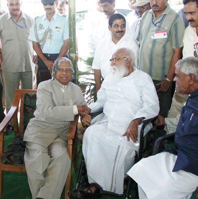 Nanaji Deshmukh with APJ Abdul Kalam