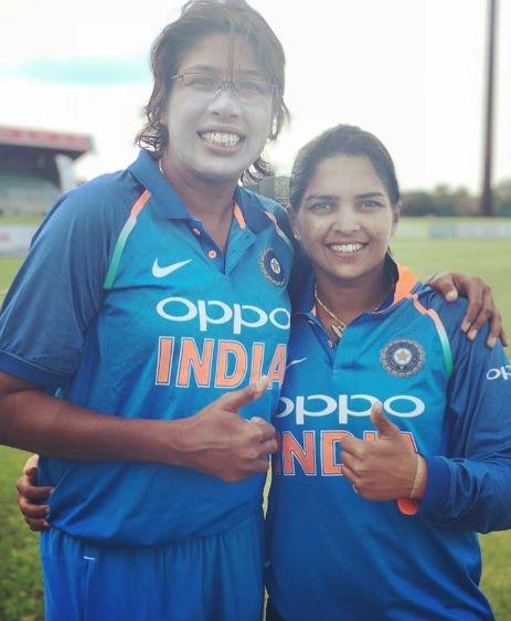 Veda Krishnamurthy with Jhulan Goswami photo