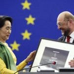 aung-san-suu-kyi-with-sekharov-prize