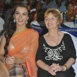Amy Jackson mother