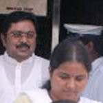 ttv-dhinakaran-with-his-wife