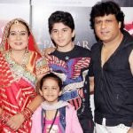 neelu-vaghela-with-his-husband-daughter-and-son