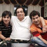 Kader Khan (centre) with Sarfaraz Khan (right) and Shahnawaz Khan (left)