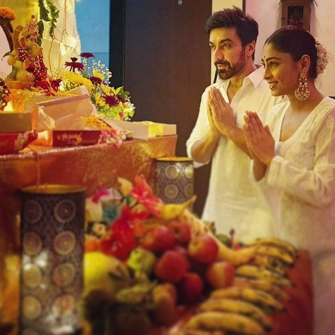 Ashish Chowdhry praying to Lord Ganesha