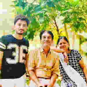 Ishaan Khan with his parents