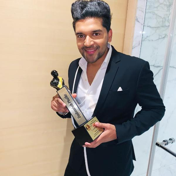 Guru Randhawa with Dada Saheb Phalke International Film Festival Award