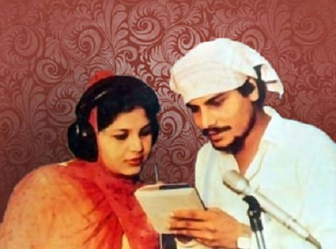 Amar Singh Chamkila with Amarjot during the recording of a devotional song