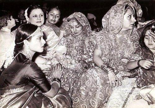Rekha in Rishi Kapoor and Neetu Singh wedding wearing Sindoor