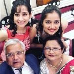 jinal-belani-with-her-parents-and-sister