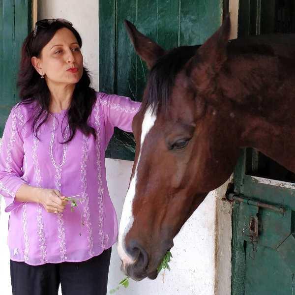 Kishori Shahane loves animals