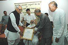 The Vice President, Bhairon Singh Shekhawat presenting Shri Naresh Samata Puraskar to Shri Nanaji Deshmukh