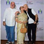 Raju Kher with his mother Dulari Kher and brother Anupam Kher