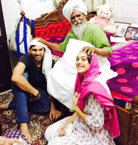 Yuvraj Singh with Hazel Keech taking blessing from Sant Ram Singhji Ganduan Wale