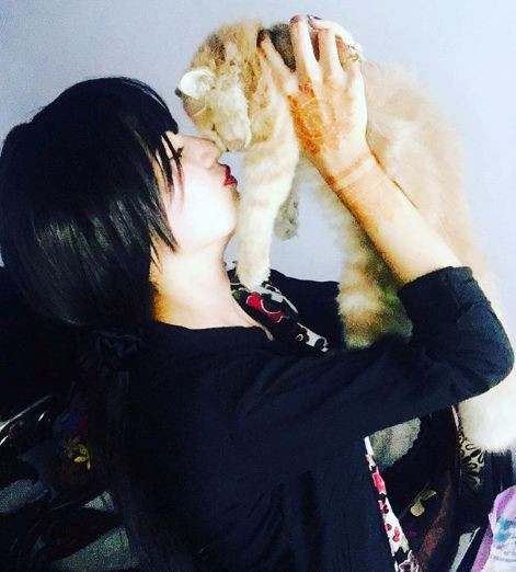 Khushi Chaudhary loving a cat
