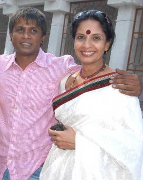 Duniya Vijay with her sister