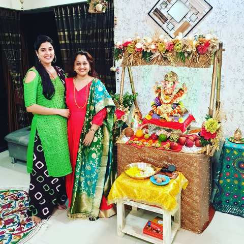 Monika Bhadoriya with the idol of Lord Ganesha