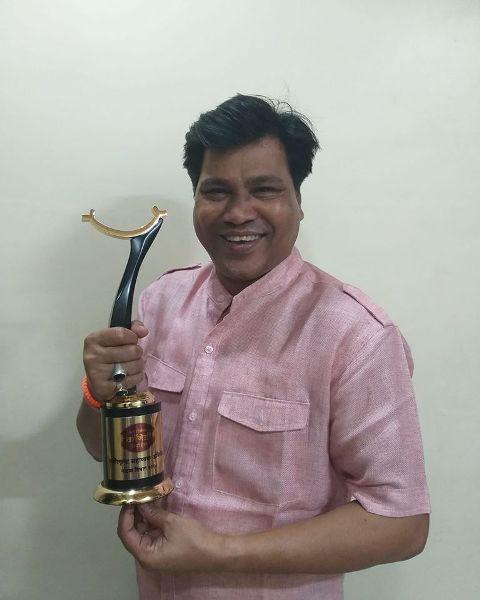 Digamber Naik with his award