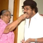 v-ravichandran-with-his-mother-pattammal