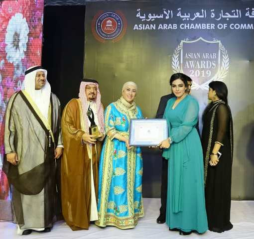 Amber Zaidi being honoured with Asian Arab Award