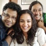 nithya-menen-with-her-family