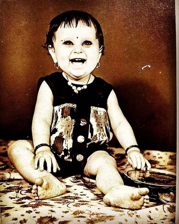 Kishori Shahane Vij's childhood picture