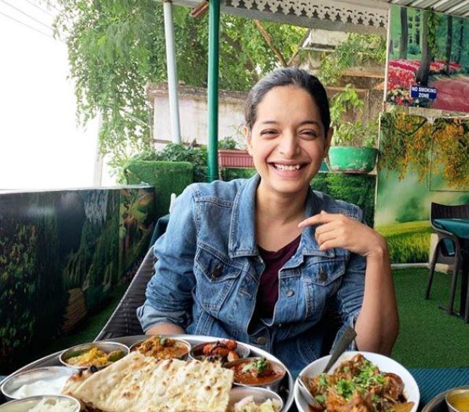 Lisa Mishra in a Restaurant