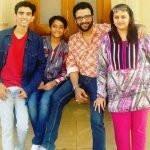 vandana-vithlani-with-her-husband-and-children