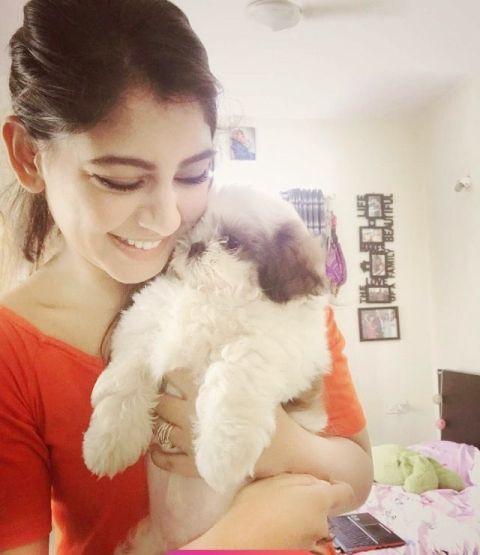 Niti Taylor, An Avid Dog Lover