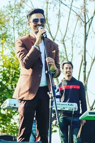 Deep Arraicha singing during a public function