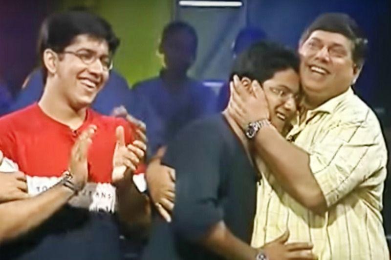 Varun Dhawan Hugging His Father in Jeena Isi Ka Naam Hai