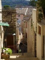 Greoux les Bains : ses ruelles étroites et pavées entrecoupées d'escaliers