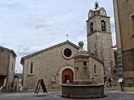Gréoux les Bains : vieux village avec ses fontaines et on église
