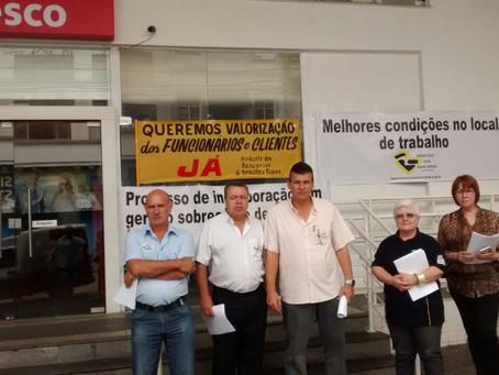 Sindicato faz protesto contra problemas da incorporação HSBC/Bradesco