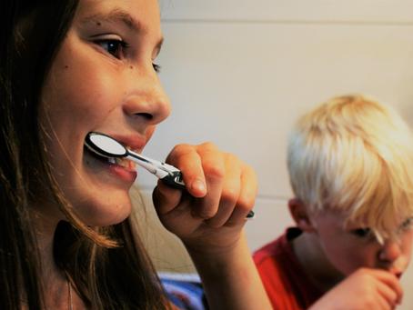 Hábitos de escovação dental estão associados à disseminação de COVID-19