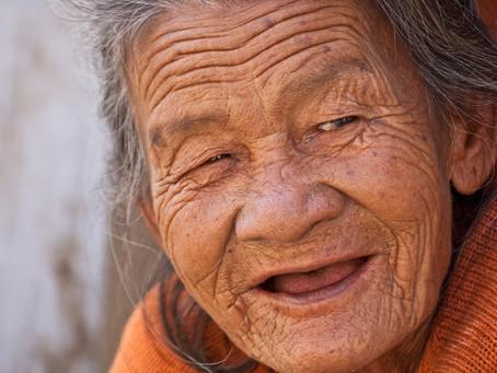 Limpeza da dentadura pode prevenir pneumonia entre os idosos