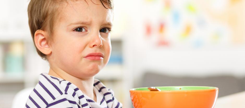 Mi niño no come sus alimentos solo