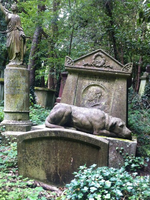 Statue of a dog on Thomas Sayers grave in Highgate West Cemetery