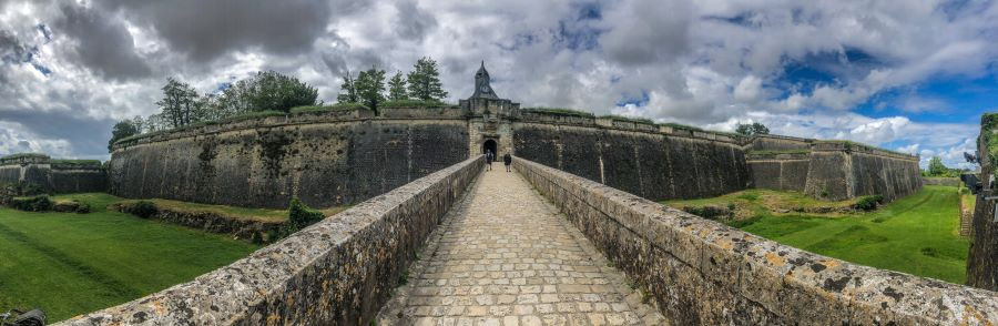 Visiting the historica Citadel of Blaye near Bordeaux in France