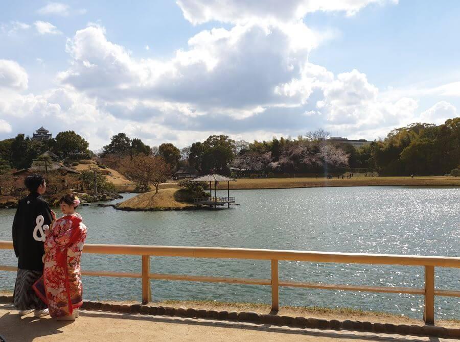 Japanese couple taking traditional wedding photos in Japan's Koraku-en Garden in Okayama