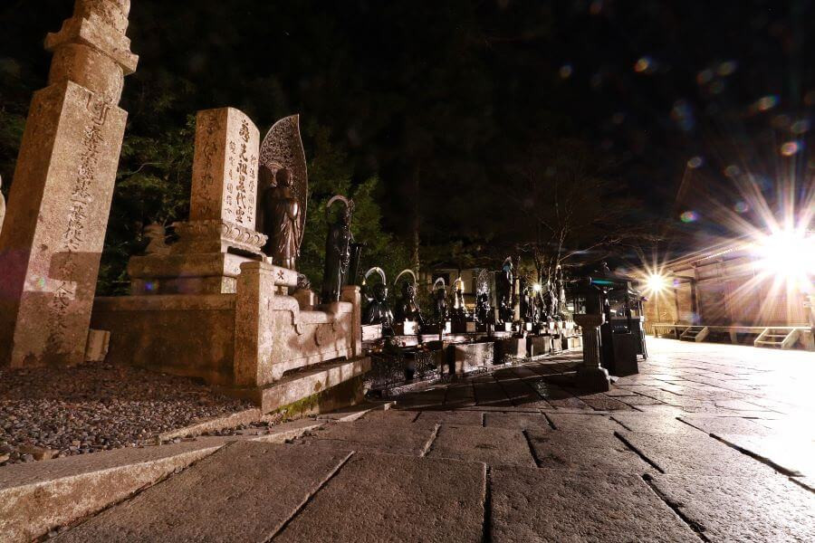 A walk at night through Okunoin cemetery with Ekoin temple guides
