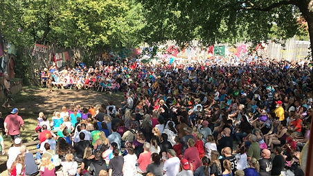 Giant audience Ohio 17.jpg
