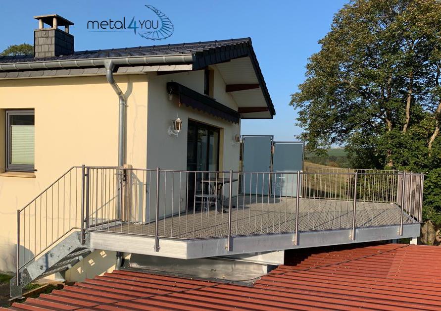 Verzinkte Terrasse mit Belag, Edelstahlg