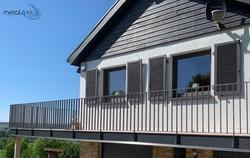 Terrasse mit Flachstahlgeländer